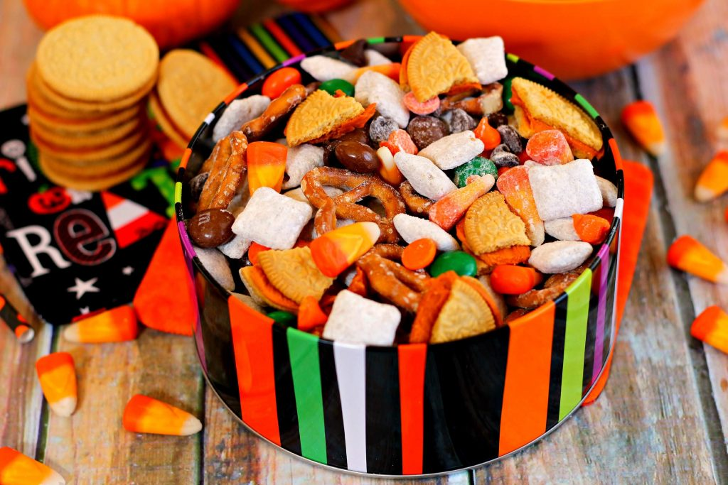 This Halloween Snack Mix is full of tasty treats, packed with chex cereal coated with pumpkin spice pudding mix, pretzels, Pumpkin Spice Oreos, pumpkin spice candy corn, pumpkin spice M&Ms, and Halloween chocolate chips. Basically, it's pumpkin spice flavored goodies in a bowl! #snack #snackmix #snackrecipe #snackmixrecipe #halloween #halloweenrecipe #halloweensnack #halloweensnackrecipe #fallrecipe #fallappetizer #fallsnack