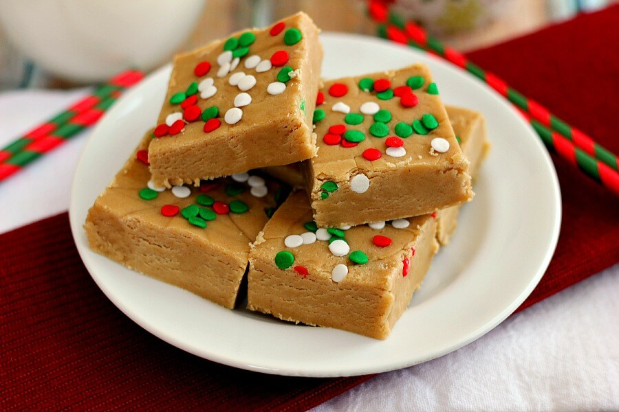 This Easy Peanut Butter Fudge is soft, creamy, and full of peanut butter goodness.