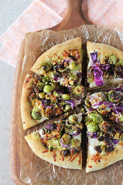 Roasted_brussels_sprouts_red_cabbage_pizza