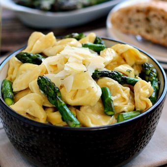 This Tortellini with Mustard Cream sauce combines cheese tortellini, asparagus and a creamy mustard sauce that is suitable for every mustard lover!