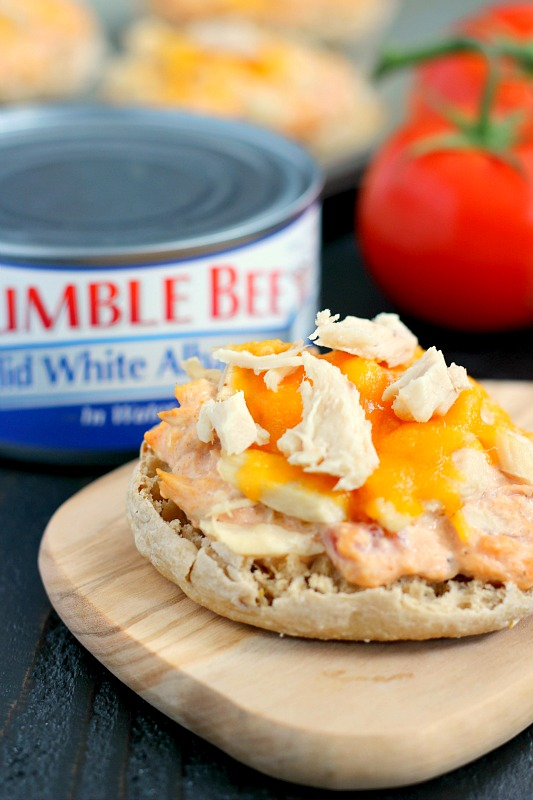 This Salsa Tuna Melt is full of flavor and comes together in minutes. Packed with Bumble Bee® Solid White Albacore, zesty salsa, and cream cheese, this easy meal is a lighter version of the classic dish!
