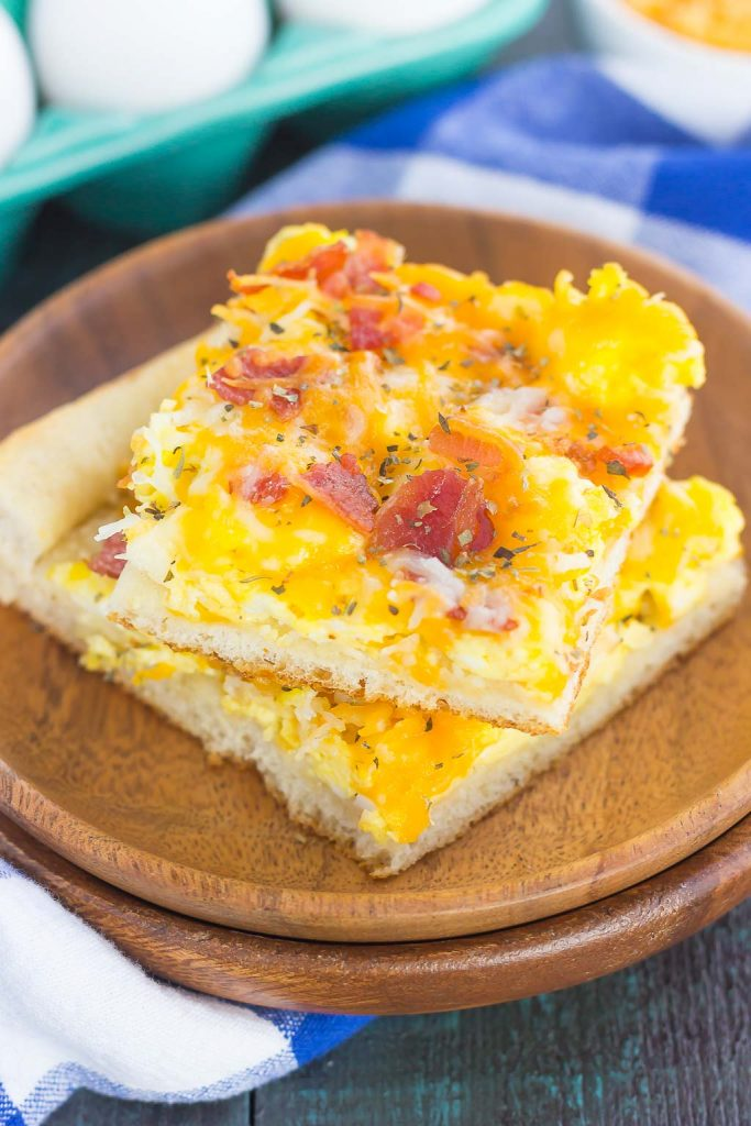 Bacon and Egg Breakfast Pizza is filled with scrambled eggs, two kinds of cheese, and bacon, all sprinkled on top of a crisp crust. With just a few ingredients and minimal prep time, this breakfast pizza will be a meal time winner for breakfast, lunch, or even dinner! #pizza #breakfastpizza #bacon #baconpizza #eggs #eggpizza #breakfast #easybreakfast