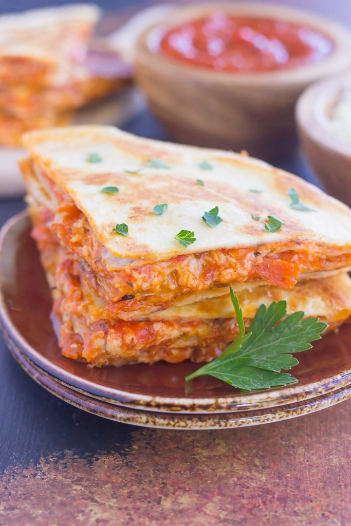 Perfect for a Friday night or anytime that want a quick meal, these Easy Pizza Quesadillas are sure to become a regular on your meal rotation! #quesadilla #tortilla #vegetarian #pizza #easyrecipe #lunchtime #lunchboxideas #pumpkinnspice