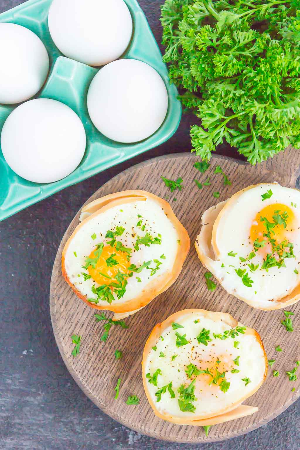 These Turkey Egg Cups are loaded with flavor and perfect for a quick and hearty breakfast. Made with just a few ingredients and ready in less than 30 minutes, this easy dish is a great way to start the day! #eggs #eggcups #eggmuffins #turkeycups #turkeyeggcups