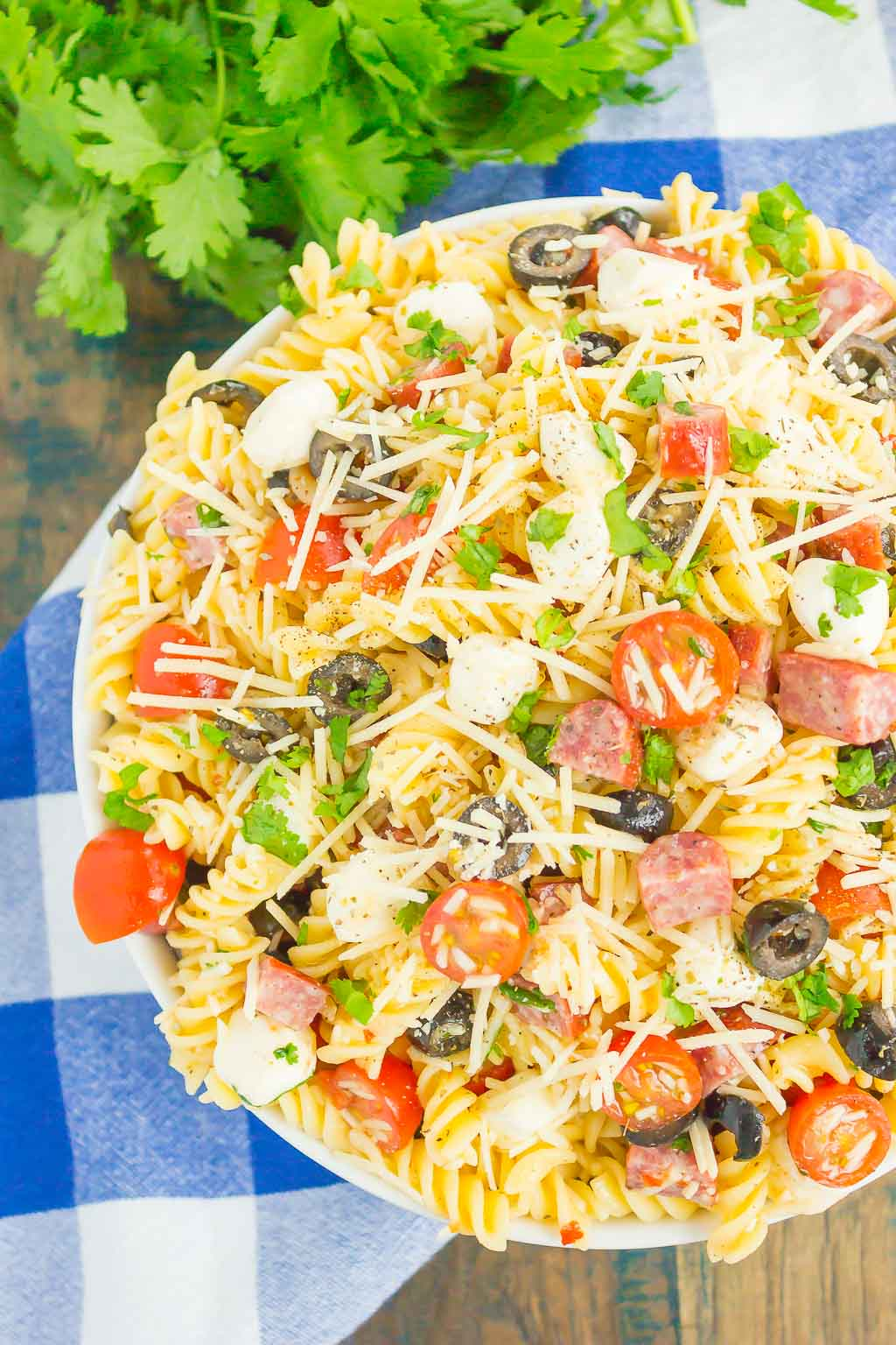 Easy Italian Pasta Salad is fast, fresh, and loaded with flavor. This zesty salad is packed with classic favorites, like salami, mozzarella pearls, black olives, cherry tomatoes and then tossed in a simple Italian dressing. Easy to make and ready in less than 30 minutes, this salad is perfect to serve for those summer parties and get-togethers! #pastasalad #italianpastasalad
