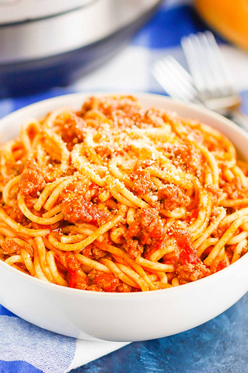 Instant Pot Spaghetti is an easy meal that's ready in just 30 minutes. Made in just one pot and with a few simple ingredients, this hearty dish is perfect to enjoy any time of the week! #instantpot  #instantpotrecipes  #instantpotspaghetti  #spaghetti  #weeknightdinner eatsauce #weeknightdinner  #kidfriendlymeals  #dinner #recipes #recipeoftheday