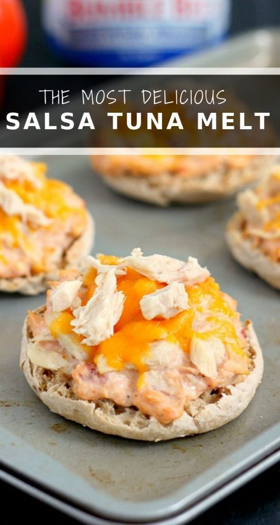 This Salsa Tuna Melt is full of flavor and comes together in minutes. Packed with Bumble Bee® Solid White Albacore, zesty salsa, and cream cheese, this easy meal is a lighter version of the classic dish! #tuna #tunamelt #tunarecipe #salsa #easylunch #quicklunch #healthylunch