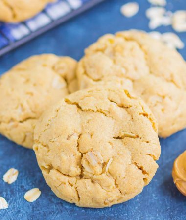 Peanut Butter Oatmeal Cookies are soft, chewy, and loaded with flavor. This easy cookie recipe is ready in no time and perfect for peanut butter lovers! #cookies #peanutbuttercookies #peanutbutteroatmealcookies #bestpeanutbuttercookies #easycookierecipe #dessert